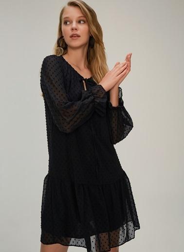 NGSTYLE Etekucu Volanlı Elbise Siyah
